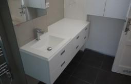 Závěsný koupelnový nábytek