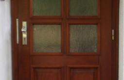 Vstupní dveře do MŠ