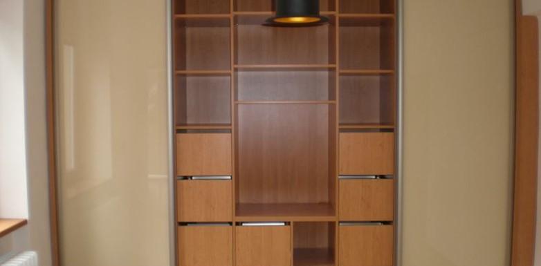 Multifunkční vestavěná skřín
